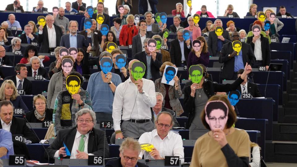 Snowden-Masken im EU-Parlament